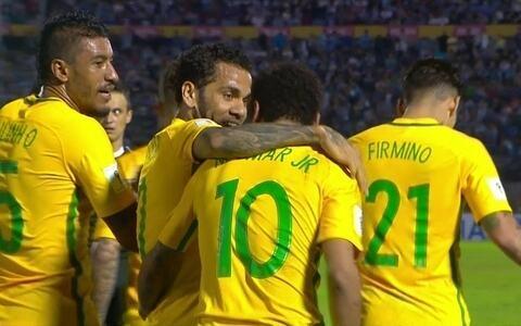 Paulinho vira carrasco, Brasil goleia Uruguai por 4 a 1 e fica perto da vaga na Copa