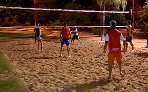 Grupo de Parapuã se reúne para jogar vôlei