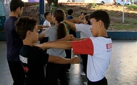 Amigos se reúnem para a prática do kung fu em Prudente