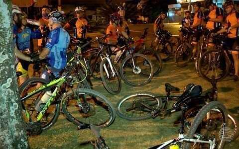 Apaixonados por bike se encontram para pedalar e pôr a conversa em dia