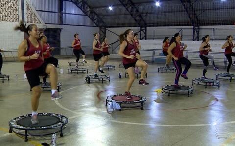 Mulherada de Inúbia Paulista pula muito na hora de praticar esporte