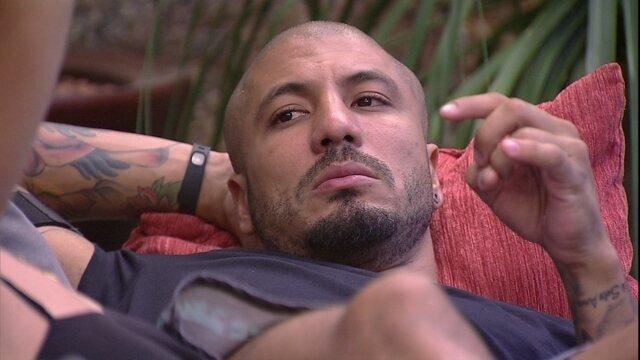 Fernando em: as juras de amor à Aline e o fora em Amanda
