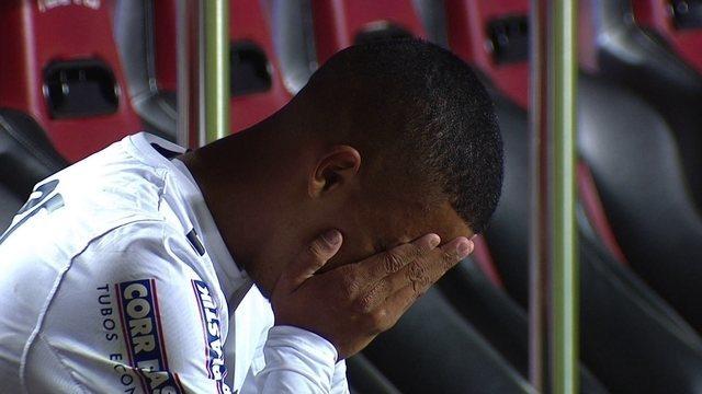 Substituído, garoto Brenner chora no banco de reservas do São Paulo