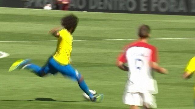 Marcelo pega rebote e chuta forte à esquerda de Subasic aos 6' do 2º Tempo