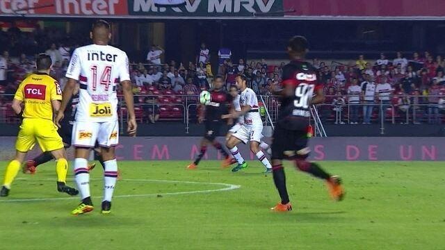 Melhores momentos de São Paulo 3 x 0 Vitória pela 12ª rodada do Campeonato Brasileiro
