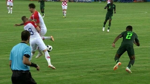 Rebic e Vrsaljko se chocam durante movimentação de ataque da Croárcia aos 18 do 2º