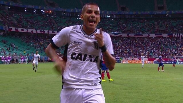 Gol do Ceará! Samuel Xavier cruza, bola desvia e Calyson marca, aos 07' do 1ºT