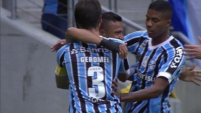 Gol do Grêmio! Alisson levanta na área, e Cícero faz de cabeça aos 24 do 1º tempo
