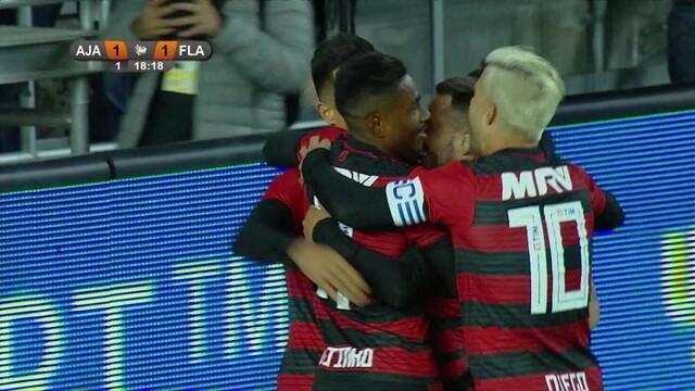 Gol do Flamengo! Uribe recebe passe de Everton Ribeiro, chuta e empata, aos 18' do 1°T