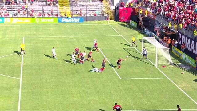 Kannemann cai na área após choque com Leandro Camilo e pede pênalti aos 13' do 1T