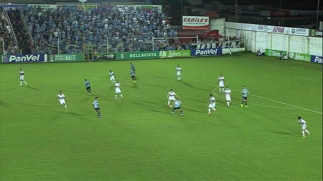 Juninho Capixaba cruza, Matheus Henrique cabeceia e bola toca no travessão aos 21' do 1T