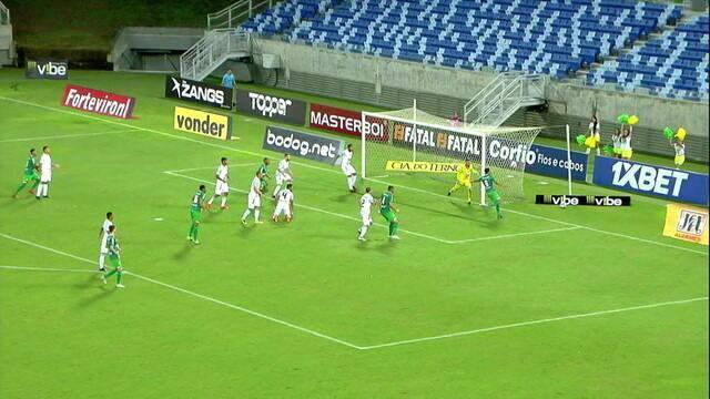 Após escanteio, Edson tenta de chute, o goleiro defende e Matheus Pato aproveita o rebote. O goleiro fez nova defesa, aos 2' do 1ºT