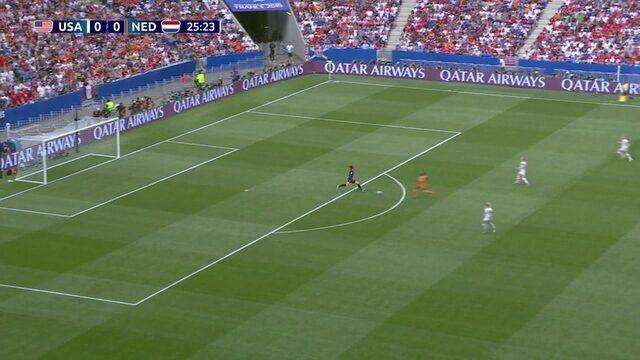Holanda tenta surpreender goleira dos EUA, mas Naeher estava atenta, aos 25 do 1º tempo