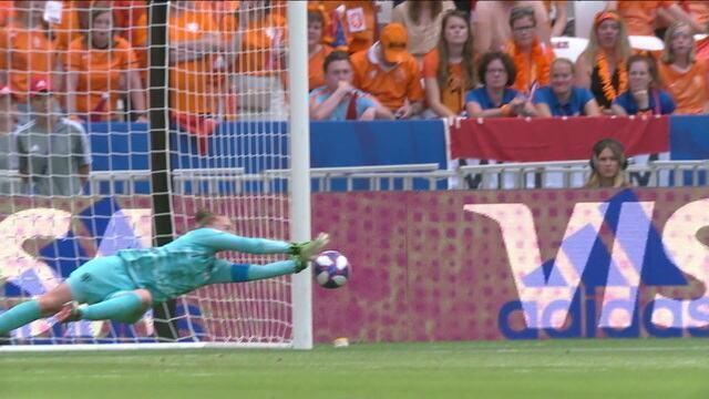 Confira um resumo das defesas de Van Veenendaal até agora no jogo