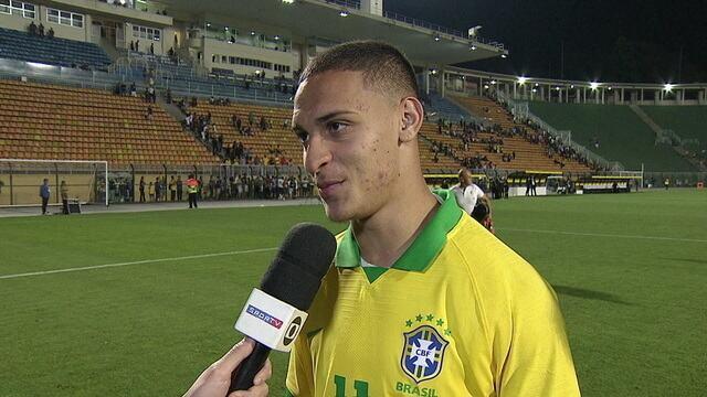 """Dono do último gol pelo Brasil, Antony avalia as últimas partidas: """"Feliz pelas vitórias"""""""