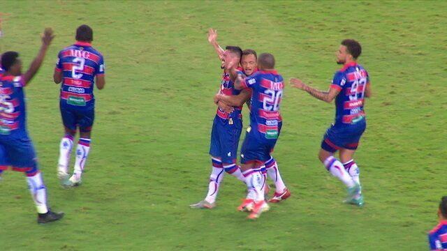 Gol do Fortaleza! Em cobrança de falta, Juninho abre o placar com belo gol, aos 34 do 1º tempo