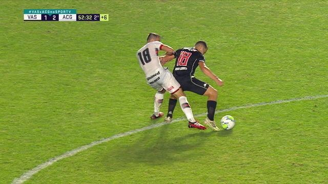 Bruno Gomes recebe cartão vermelho por agredir Matheus Vargas, aos 52 do 2º tempo