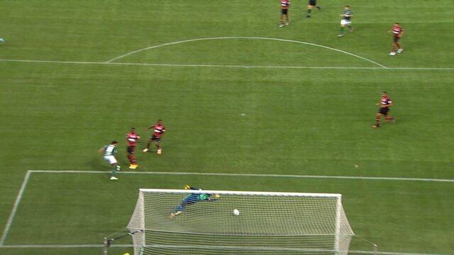 Hugo Souza! Luiz Adriano cabeceia no contrapé e goleiro faz um milagre, aos 13 do 2º tempo