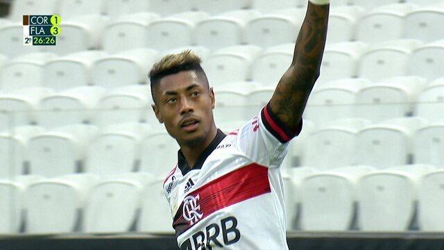 Gol do Flamengo! Bola passa por todo mundo e Bruno Henrique só empurra pro gol, aos 26 do 2º tempo