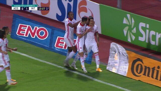 Gol do Internacional! Marcos Guilherme cruza e Leandro Fernandez cabeceia para marcar, aos 12 do 1º tempo