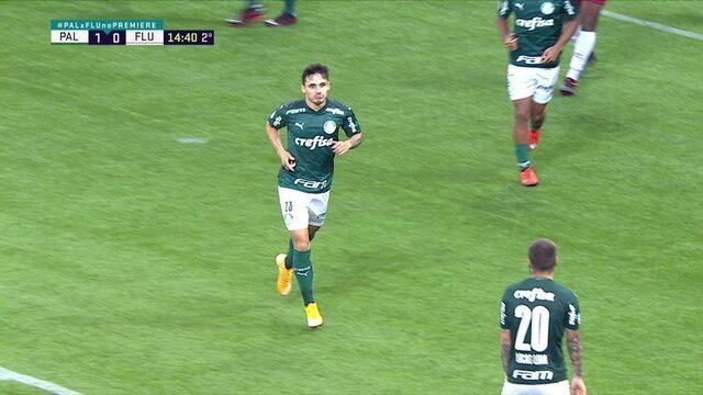 Gol do Palmeiras! Raphael Veiga bate bonito da entrada da área e marca o segundo, aos 14' do 2T
