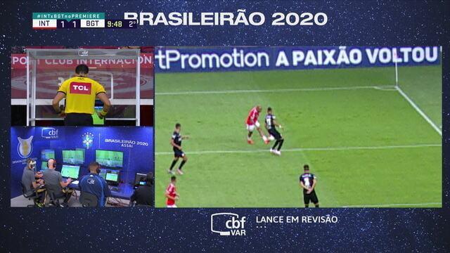 Pênalti! Árbitro vê toque de mão da zaga do Bragantino e marca a penalidade, aos 10 do 2º