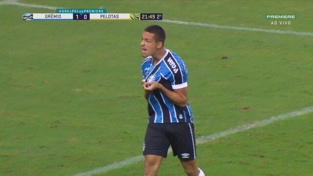 Gol do Grêmio! Thaciano deixa Ricardinho na cara do gol para abrir o placar, aos 21' do 2T