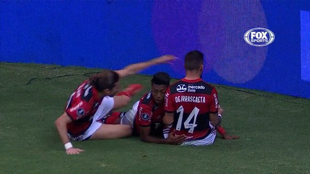 9707729 Flamengo vibra com torcida, goleia Defensa e vai às quartas na Libertadores