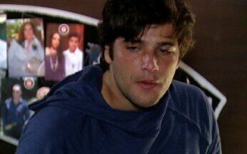 Tarso surta e desconfia do cunhado - Ele acusa o Murilo de querer afastá-lo das pessoas