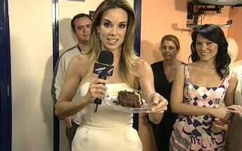 Veja como foi a festa de aniversário de Ana Furtado - Apresentadora ganhou surpresa nos bastidores do Vídeo Show.