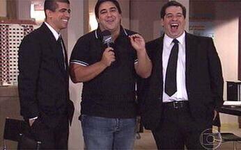 Marcius Melhem e Hassum falam sobre o especial de fim de ano, Os Caras de Pau - André Marques invadiu o estúdio de gravação do programa