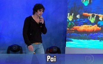 """Fiuk emociona Fábio Jr no palco do Domingão! - O filho entrou cantando a música """"Pai"""" para Fábio Jr, que começou a chorar no palco do Domingão!"""