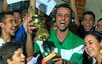 Pelé escolhe os três finalistas do Bola Murcha 2009 - Wilton, de Belém, disputa com o primeiro lateral da história batido da lateral. Cláudio, Betinho e Tiago, de Juiz de Fora (MG) valem por um. Jefferson, de São Vicente (SP) comoveu o rei.