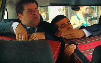 Os caras de Pau - 27/12/09 - Episódio 3 (As Férias) - Pedrão, só depois de se organizar. O avião também pode ser um tormento na classe econômica e as gincanas incessantes dos hotéis levarem à exaustão.