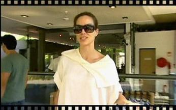 Câmera Indiscreta mostra atores nos bastidores do Projac - Ana Furtado mostra o 'trânsito' do Projac.