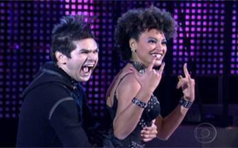 Sheron de volta aos anos 80 - A atriz mostrou que é boa de dança mesmo. Assista a apresentação de Sheron Menezes e Marcelo Grangeiro.