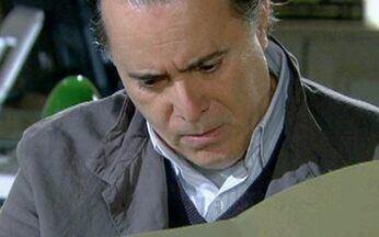 Passione - capítulo de sábado, 14/08, na íntegra - Clara seduz Fred. Bete entrega dossiê de Fred a Totó. Totó rasga procuração de Fred.