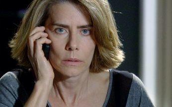 Stela pede que Agnello não a procure mais - Muito nervoso, o italiano liga para Stela e diz que precisa falar com ela urgentemente, mas a viúva de Saulo diz que eles não podem se comunicar por um tempo e desliga o celular