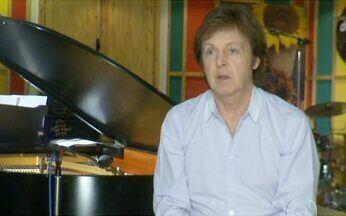 Paul Mccartney fala sobre os shows que fará no Brasil - Zeca Camargo entrevistou, em um estúdio em Londres, o ex-beatle Paul McCartney. Antes de desembarcar no país, ele o cantor lembrou de bons momentos de sua carreira e explicou como é o seu dia-a-dia.