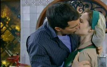 O beijaço de Diogo e Clara em Passione - Reveja a cena do beijão entre os personagens de Daniel Boaventura e Mariana Ximenes.