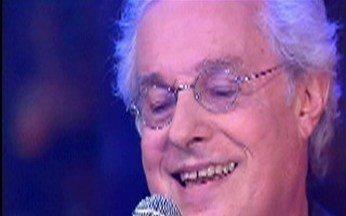 Musical com Francis Hime - Artista interpreta um de seus sucessos.