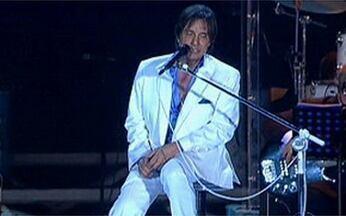 Roberto Carlos canta `Eu te amo, Te amo, Te amo` - O público se emociona na praia de Copacabana com a música do Rei Roberto