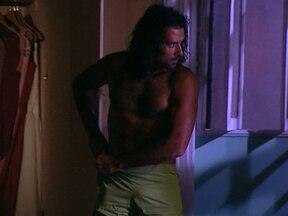 Marcos Pasquim saindo do armário em Kubanacan - Qual desses atores você gostaria de guardar no seu armário, feito um Ricardão? Participe e vote no site do Vídeo Show