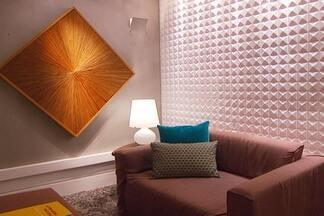 Veja como criar efeitos de luz na decoraçao da casa - O consultor luminotécnico Felipe Abujamra ensina a escolher o abajur certo. A arquiteta Andréa Orsini mostra a iluminação de um closet. O designer de interiores Beto Tozi mostra como criar linhas horizontais com a luz.