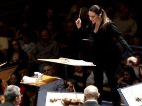 Entenda o papel do maestro numa grande orquestra sinfônica - Só em 2011, estiveram à frente da Sinfônica do Estado de São Paulo 26 regentes diferentes, entre titulares e convidados. Um deles, a mexicana Alondra de La Parra, ganhou notoriedade ao criar, com apenas 23 anos, a orquestra filarmônica das Américas.