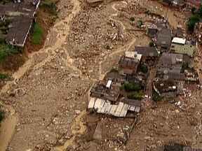 Força da natureza fez Rio de Janeiro e Japão sentirem a dor da destruição - No Japão, além do terremoto, um tsunami arrasou o nordeste do país. Por causa disso, quatro reatores explodiram em Fukushima. Na Região Serrana do Rio, quase 900 pessoas morreram pela força da água.