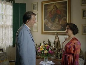 Pascoal vai visitar Dercy no sanatório - Conversam sobre a ajuda de Valdemar, sobre a vida. Foi o suficiente para ele se despedir. Pouco tempo depois, Dercy ficou viúva