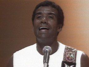 Jorge Ben canta ' O dia em que o Sol declarou seu amor pela Terra' - O cantor e compositor Jorge Ben, antes de se tornar Jorge Benjor, fez muito sucesso em 1982 com 'O dia em que o Sol declarou seu amor pela Terra' . A canção era um verdadeiro samba-enredo.