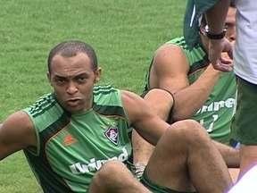 Leandro Euzébio se irrita com Rafael Moura em treino do Fluminense - Tricolor enfrenta Boavista pela terceira rodada do Carioca.