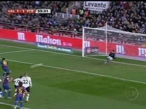 Valencia de Diego Alves e Jonas empata com Barcelona pela Copa do Rei - Atacante marcou para donos da casa e goleiro pegou pênalti cobrado por Lionel Messi.